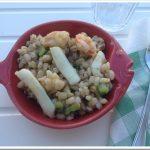 Orzo con calamari, gamberi e zucchine: tre piccioni con un cereale!