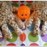 Ricette di Halloween per bambini: mani di pop corn veloci veloci!
