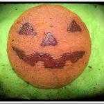 Come trasformare una torta di carote in una zucca di Halloween