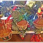 Ricette di Natale per bambini: muffin cacao e cioccolato da appendere all'albero