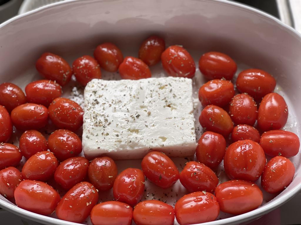 ricetta pasta feta e pomodorini al forno