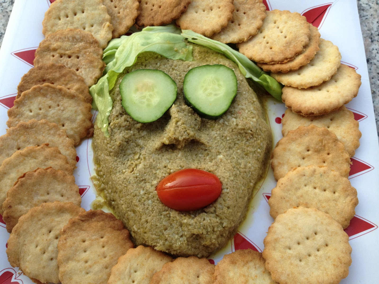 Perfetto per un aperitivo tra amiche o un pigiama party: il paté di olive verdi!