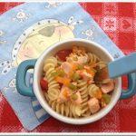 Ricette di pesce per bambini: pasta veloce con salmone e verdure